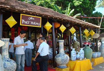Bat Trang pottery village, then and now